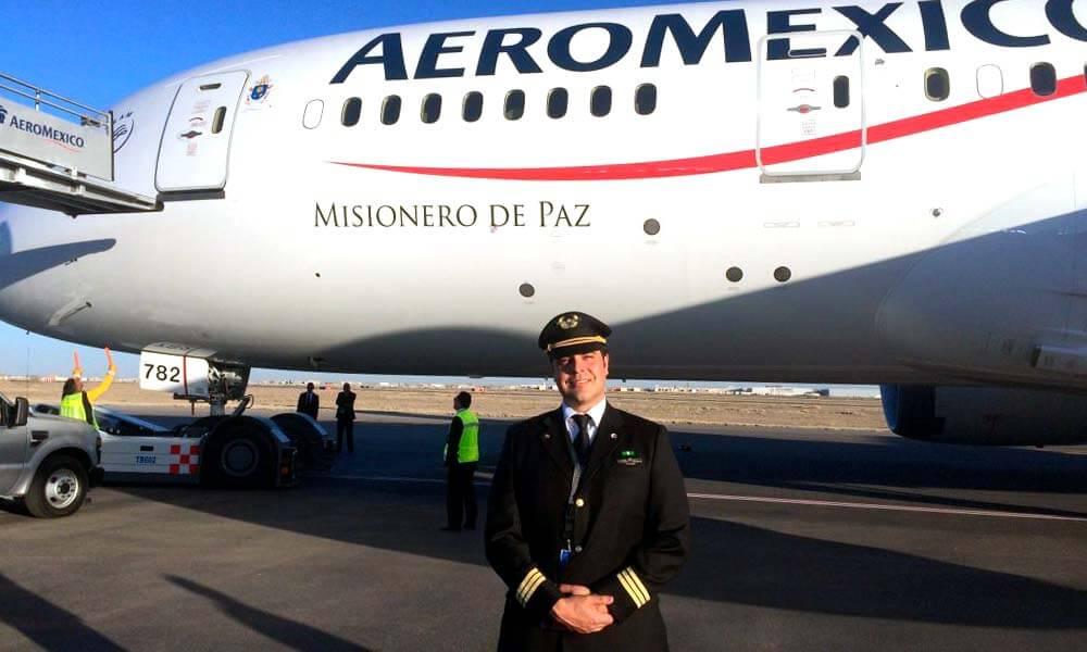 Carlos Salicrup como piloto aviador de Aeroméxico